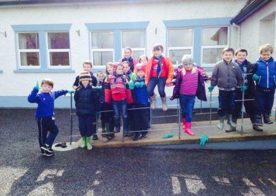 Children in front of Benwiskin Centre on Ballintrillick Clean Up Day